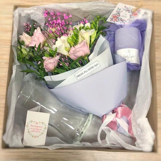 Подарочный набор с букетом и вазой