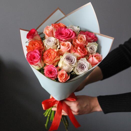 Букет из 19 роз ассорти