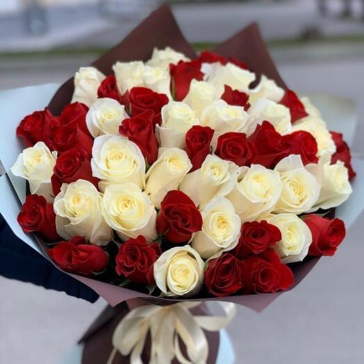 Букет 51 красно-белая роза