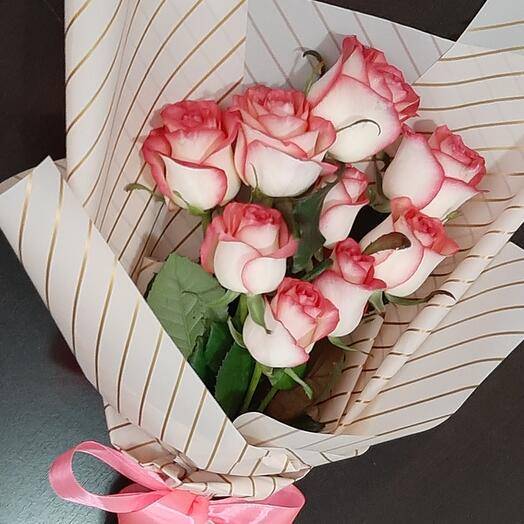 Букет из двухцветной розы