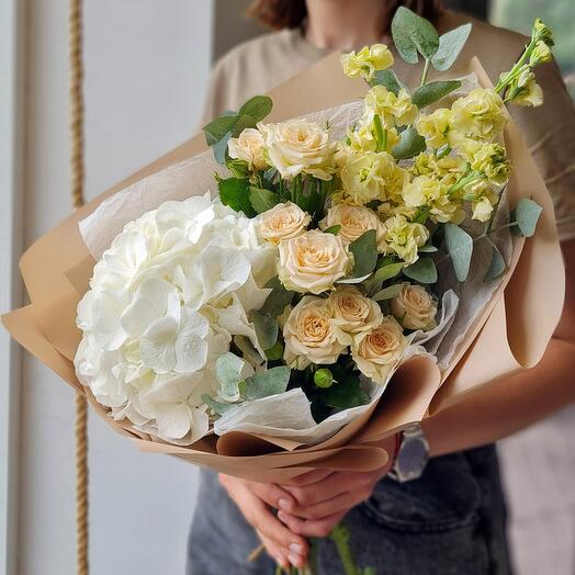 Bouquet with hydrangea and rose