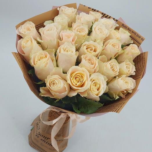 Кремовые розы с оформлением