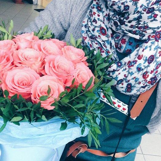 Розы в коробке Шантиль: букеты цветов на заказ Flowwow