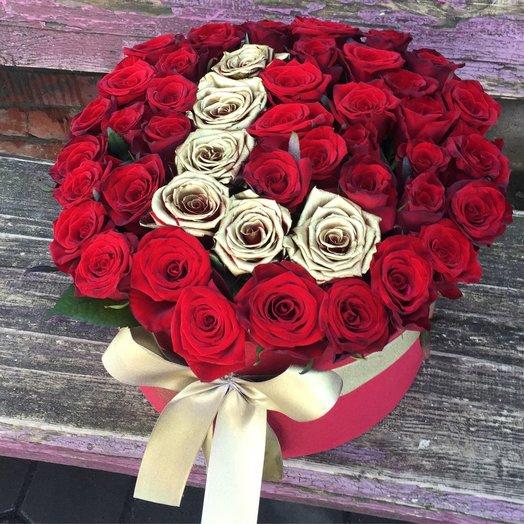 Коробочка из золотых и красных роз: букеты цветов на заказ Flowwow