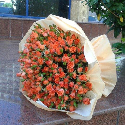 Букет из коралловой кустовой розы: букеты цветов на заказ Flowwow