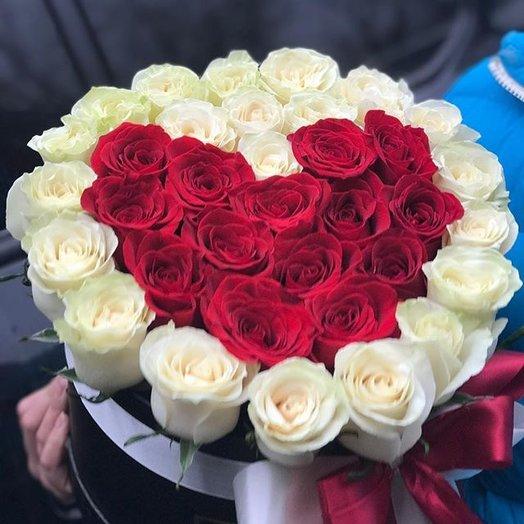 Коробочка роз Сердце: букеты цветов на заказ Flowwow