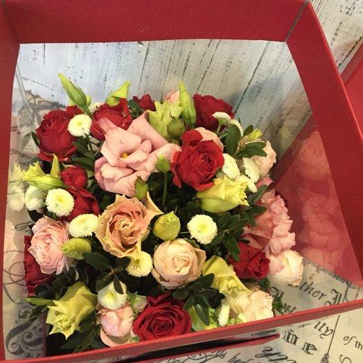 Интересный букет роз в коробке: букеты цветов на заказ Flowwow