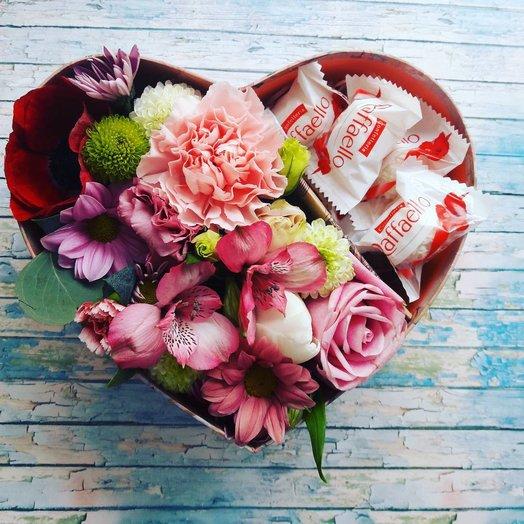 Коробочка «Сердце» с цветами ассорти: букеты цветов на заказ Flowwow