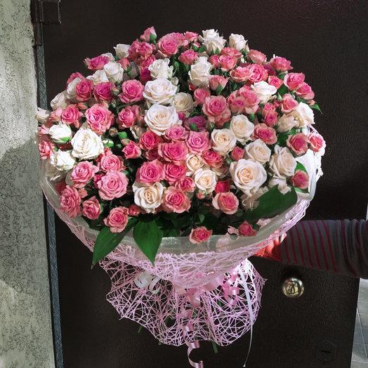 Букет из 19-ти кустовых роз