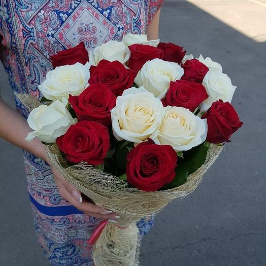 19 роз Красно-Белых: букеты цветов на заказ Flowwow