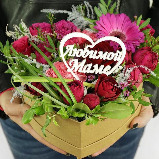 КОМПОЗИЦИЯ МАМЕ ИЗ РОЗ, ГЕРБЕР И ЗЕЛЕНИ В СЕРДЦЕ: букеты цветов на заказ Flowwow