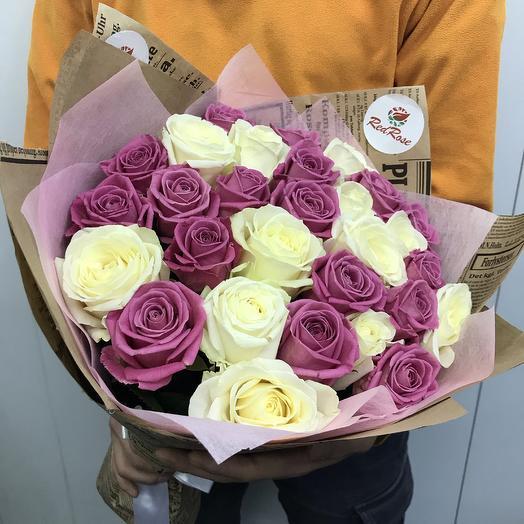 Букет из 29 бело-розовых роз Маршал: букеты цветов на заказ Flowwow