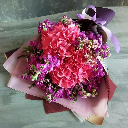 Сборный букет с гортензией и маттиолой: букеты цветов на заказ Flowwow