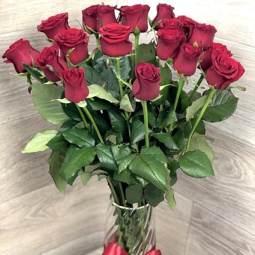 19 красных роз в вазе: букеты цветов на заказ Flowwow