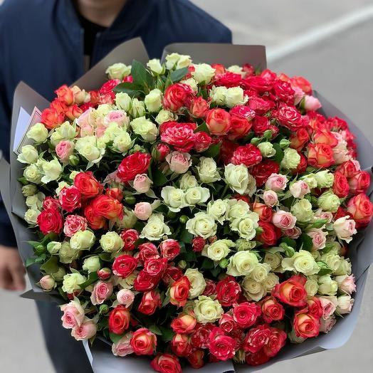 Букет из 45 разноцветных кустовых роз 50 см: букеты цветов на заказ Flowwow