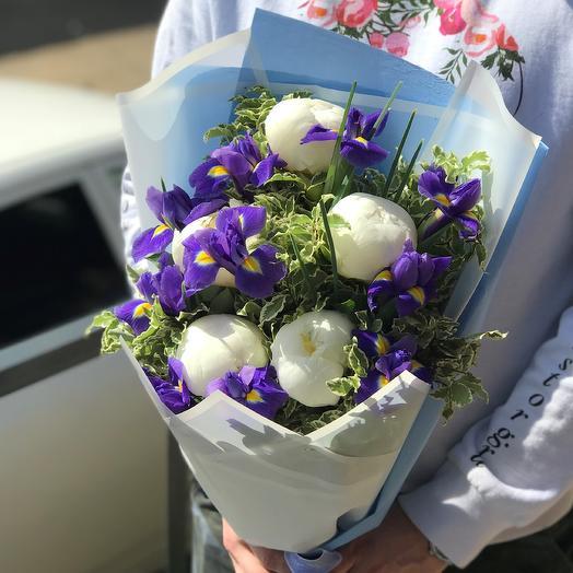 Ирисы с пионами. N429: букеты цветов на заказ Flowwow