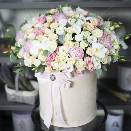 Большой цилиндр с цветами нежных оттенков: букеты цветов на заказ Flowwow