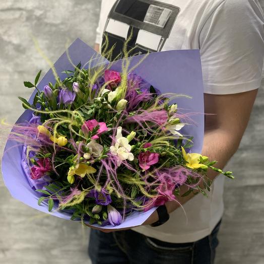 Яркая Ароматная фрезия в стильной упаковке: букеты цветов на заказ Flowwow