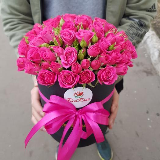 Малиновая кустовая роза: букеты цветов на заказ Flowwow