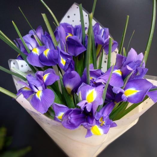 Букет из 9 ирисов: букеты цветов на заказ Flowwow
