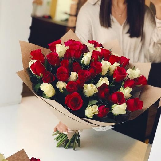 Красно-белый Мега: букеты цветов на заказ Flowwow