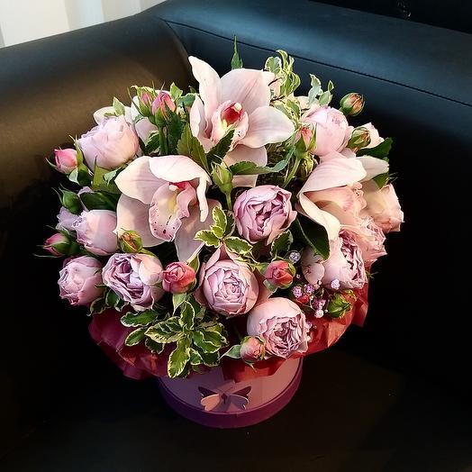 Цветы в шляпкой коробке: букеты цветов на заказ Flowwow