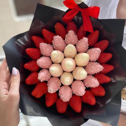 A bouquet of Chocolate-covered Strawberries M