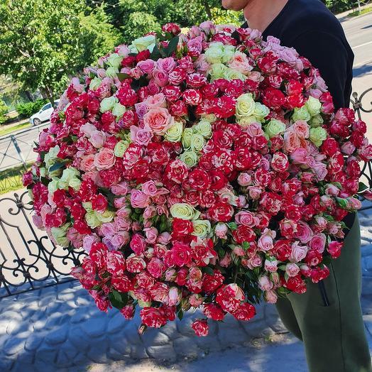 Гигантский букет кустовых роз