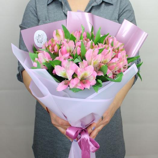 5 розовых альстромерий
