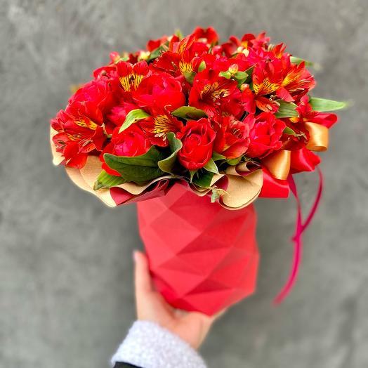 Шляпная коробка цилиндр с красными цветами «Красимир»