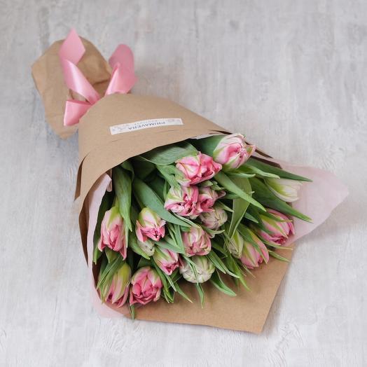 Пионовидные тюльпаны в крафтовой упаковке