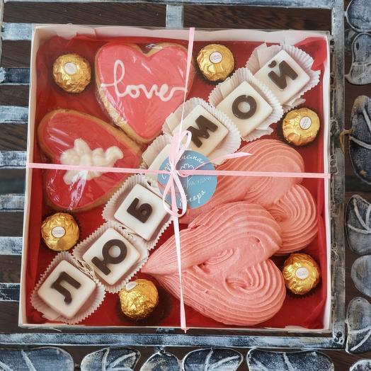 Набор сладостей с шоколадными буквами Любимой