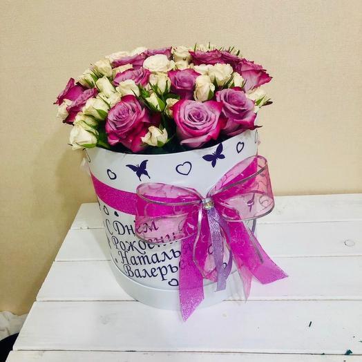 Розы в коробке с розовым бантом. Цветы в коробке