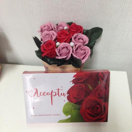 Композиция из мыльных роз. Коробочка конфет в подарок