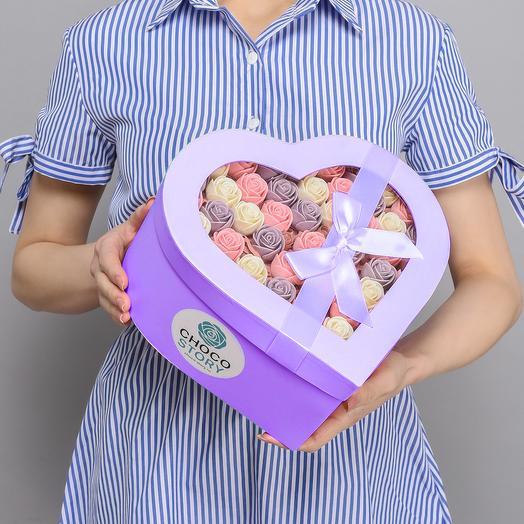 Сиреневая закрытая шляпная коробка-сердце из 51 шоколадных роз ZS51-C-BRF