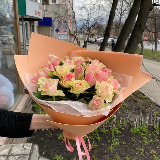21 Роза в стильной упаковке