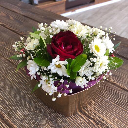 Цветы в коробке Золотое сердце
