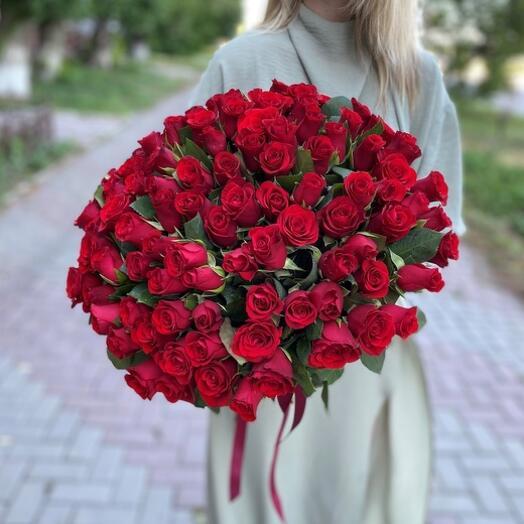 Букет из 101 красной розы 40 см с оформлением под ленту