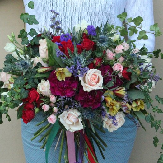 Букет с плющем: букеты цветов на заказ Flowwow