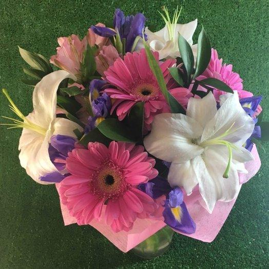 Пышный букет с лилией: букеты цветов на заказ Flowwow