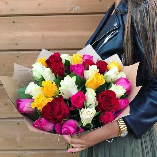 35 роз микс в крафте: букеты цветов на заказ Flowwow