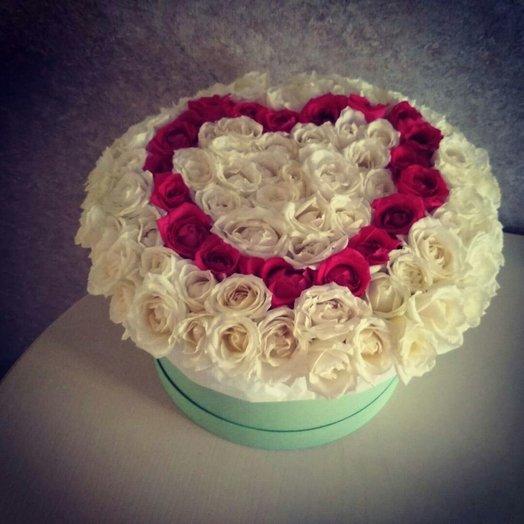 101 белая роза и малиновое сердце