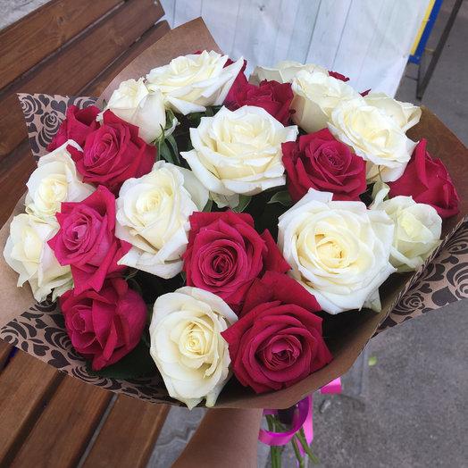 Букет 25 белых и малиновых роз: букеты цветов на заказ Flowwow