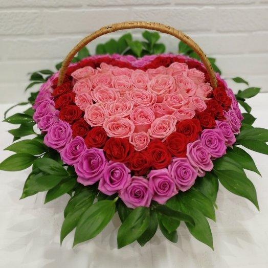 101 роза в корзине в виде сердце