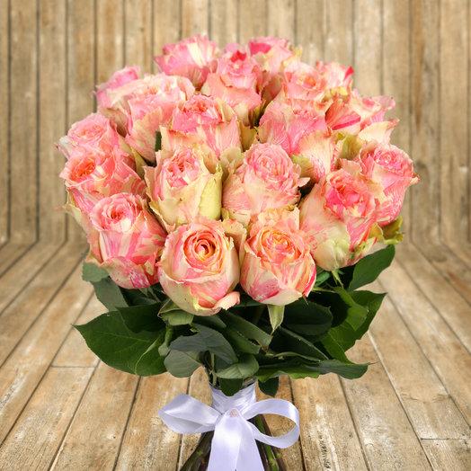 "Букет из 25 желто-розовых роз ""Фиеста"": букеты цветов на заказ Flowwow"