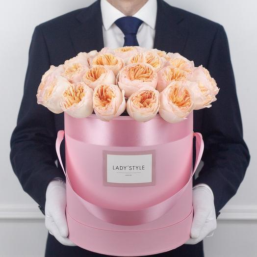 Пионовидные розы Juliet в шляпной коробке L: букеты цветов на заказ Flowwow