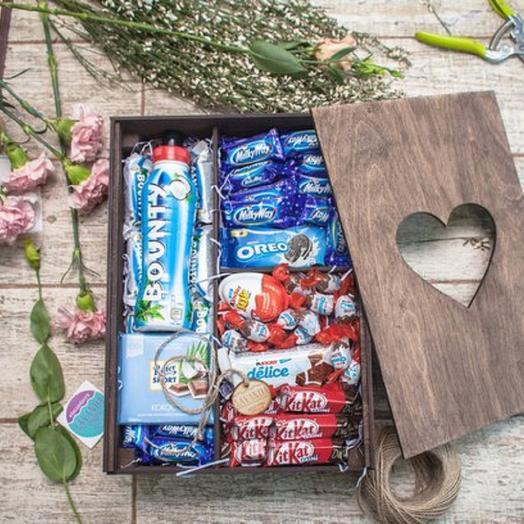Большая деревянная коробка со сладостями: букеты цветов на заказ Flowwow