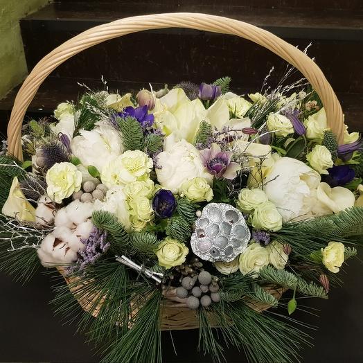 Огромная корзина с белоснежными пионами: букеты цветов на заказ Flowwow