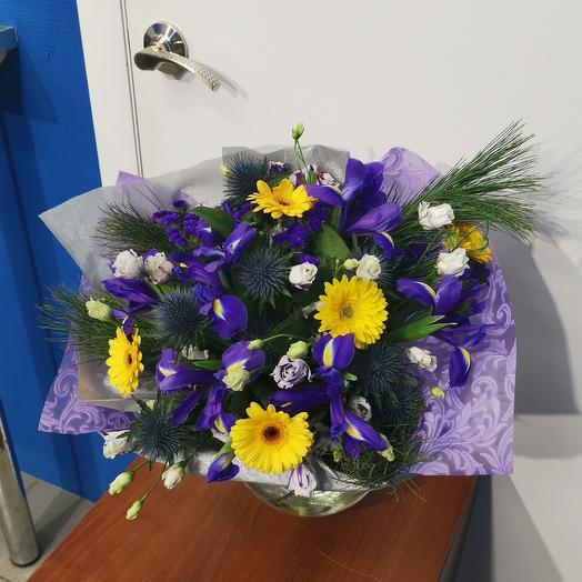 Букет из ирисов , гермини, лизиантуса и эрингиума: букеты цветов на заказ Flowwow