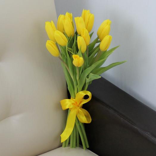 15 желтых тюльпанов: букеты цветов на заказ Flowwow